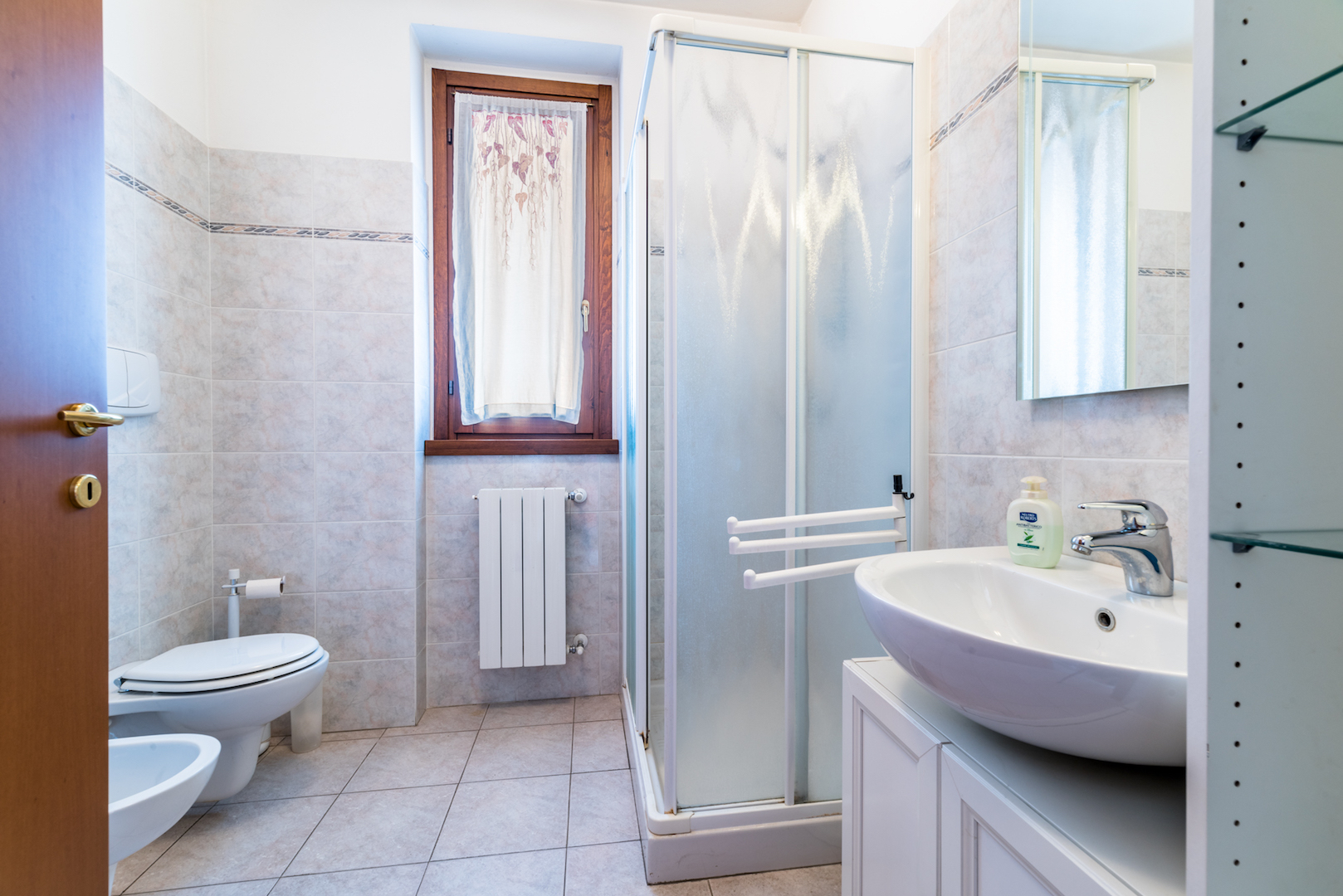 Bilocale in vendita pedrengo come nuovo con box e terrazzo for Finestra bagno