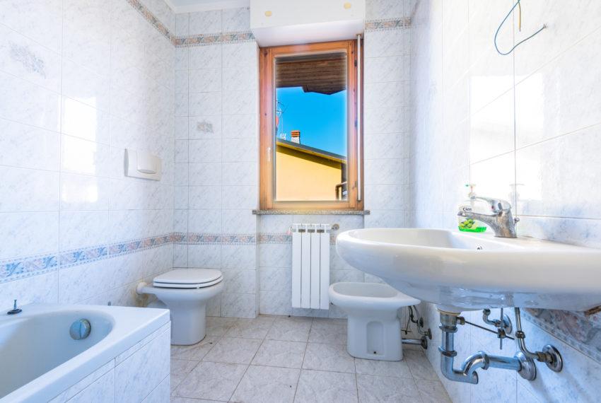 Bagno con finestra M005
