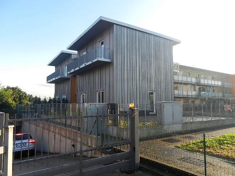 Case in vendita pedrengo loft quadrilocale classe a con for Loft bergamo affitto