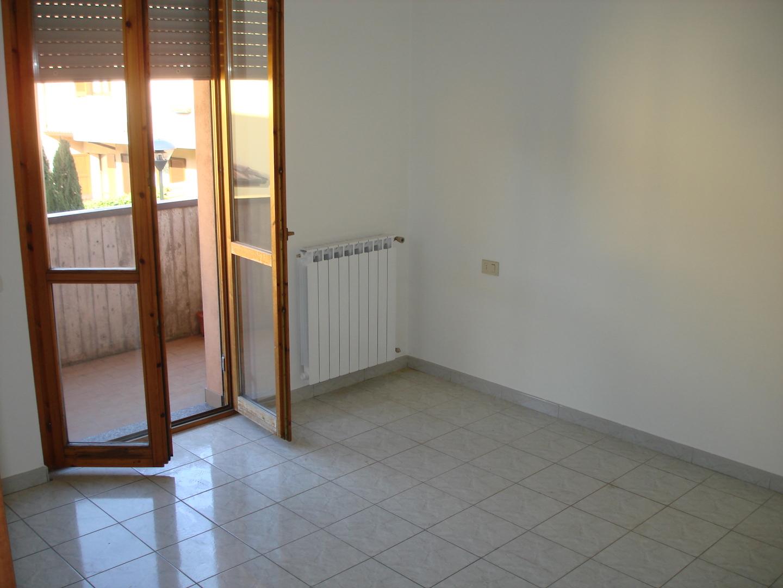 camera da letto con porta finestra M005 - A+immobiliare Agenzia ...