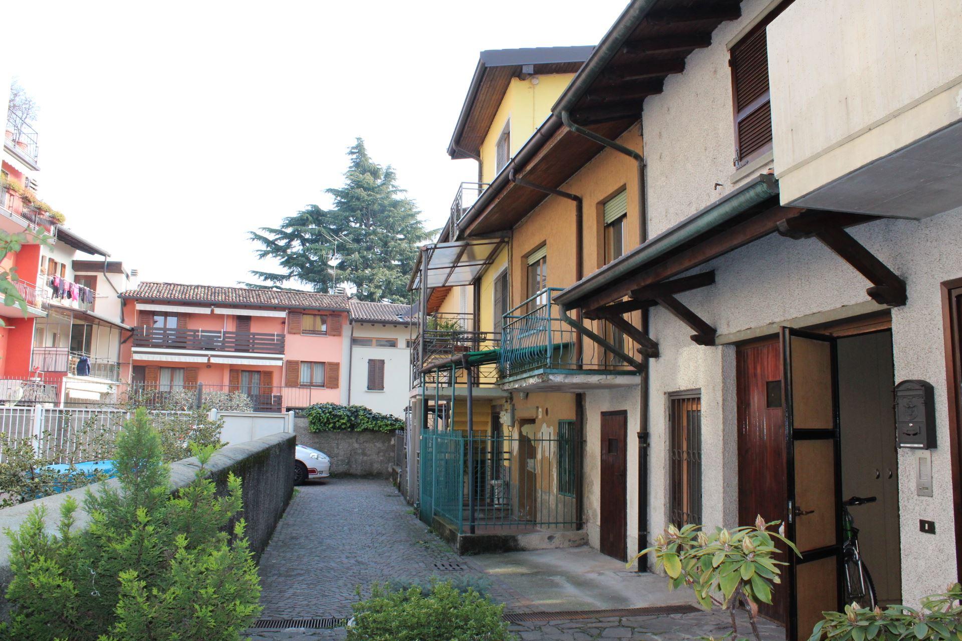 Case indipendenti in vendita a nembro a immobiliare for Piani di casa bassa architettura del paese