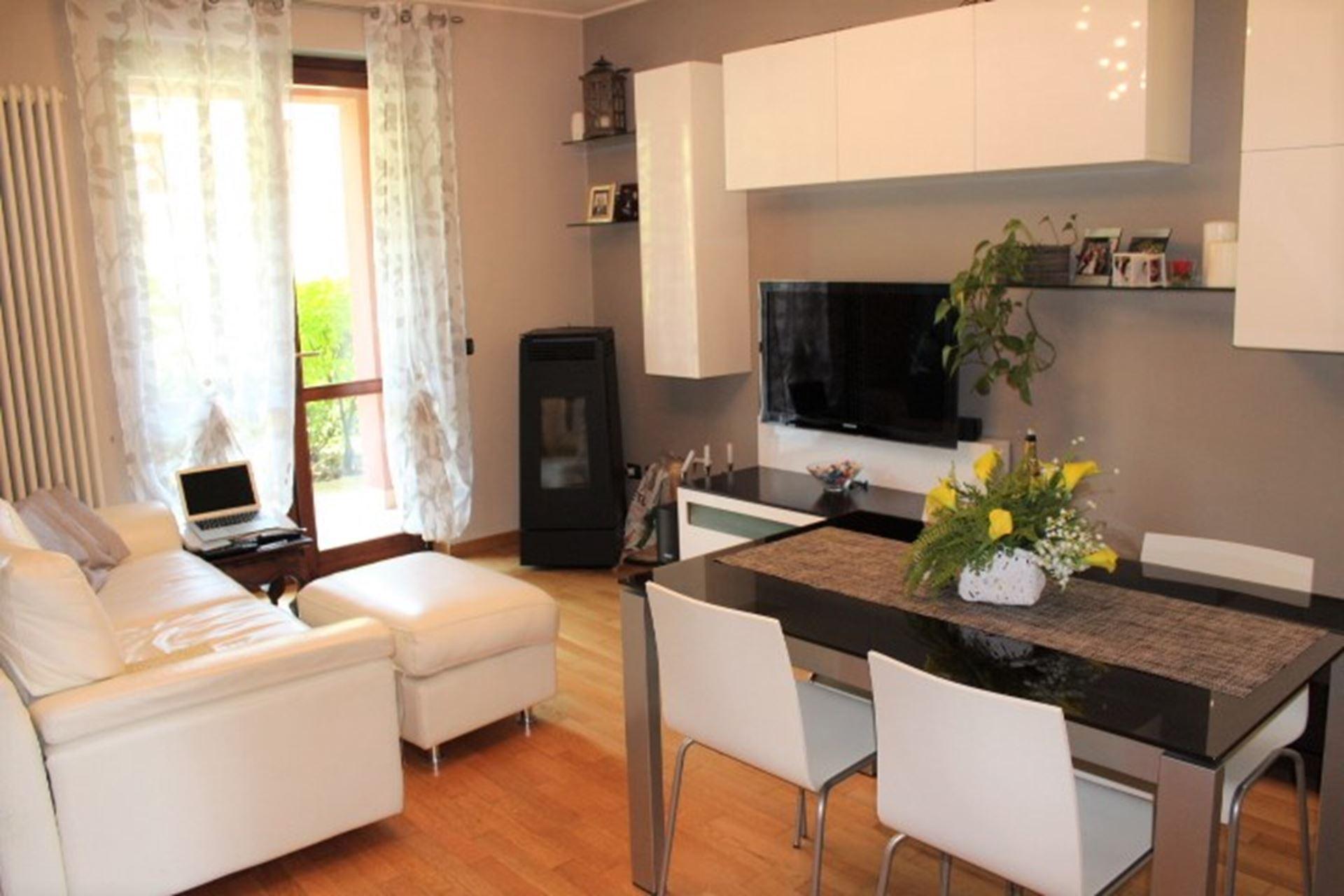 Villa alzano lombardo con giardino e doppio box a for Appartamenti arredati in affitto a cinisello balsamo