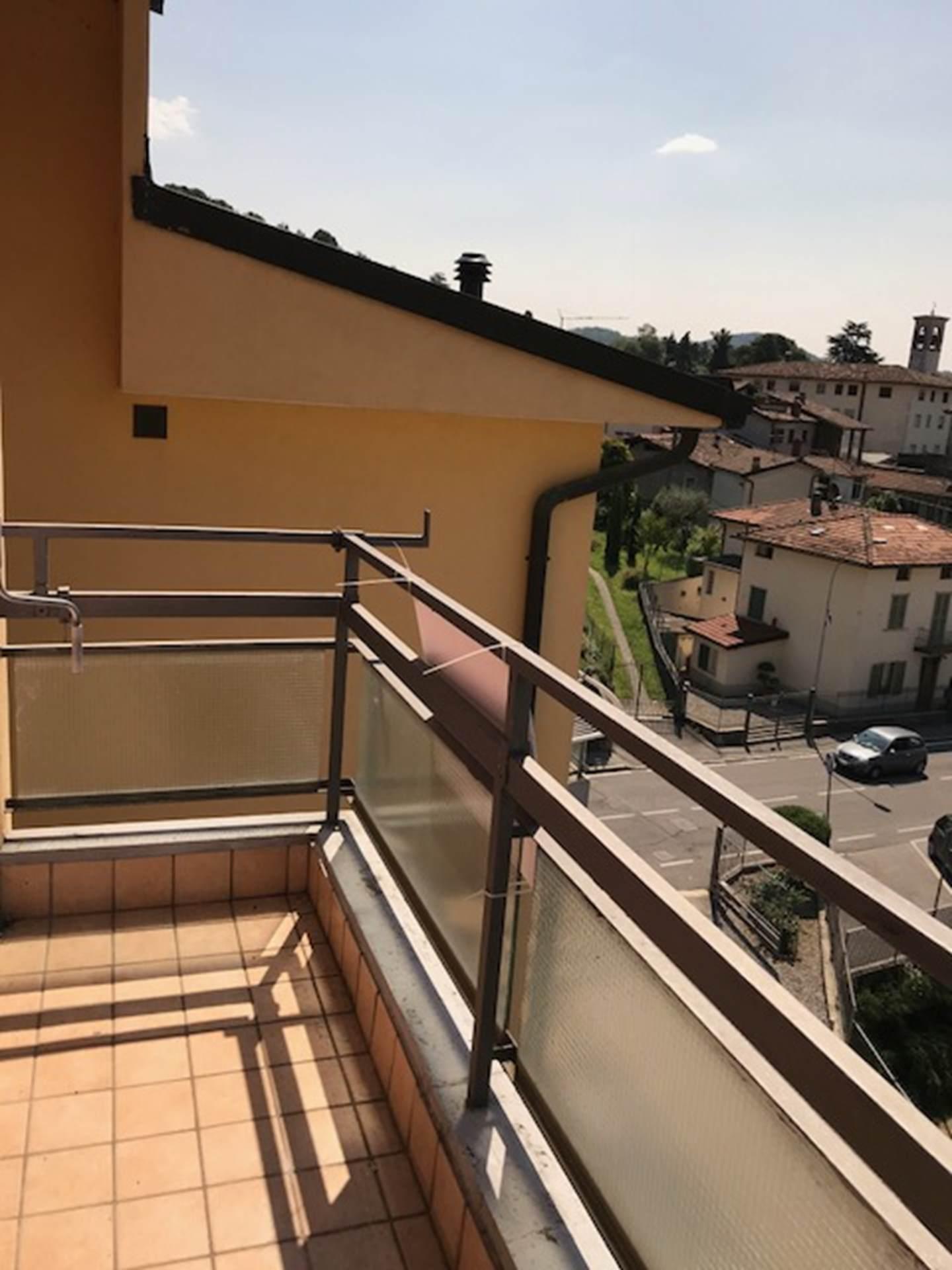 Alzano lombardo case trilocale con box e cantina a for Case in affitto con cantina