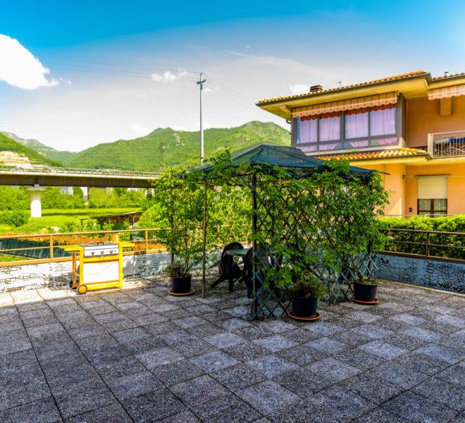 grande terrazzo Pradalunga A040
