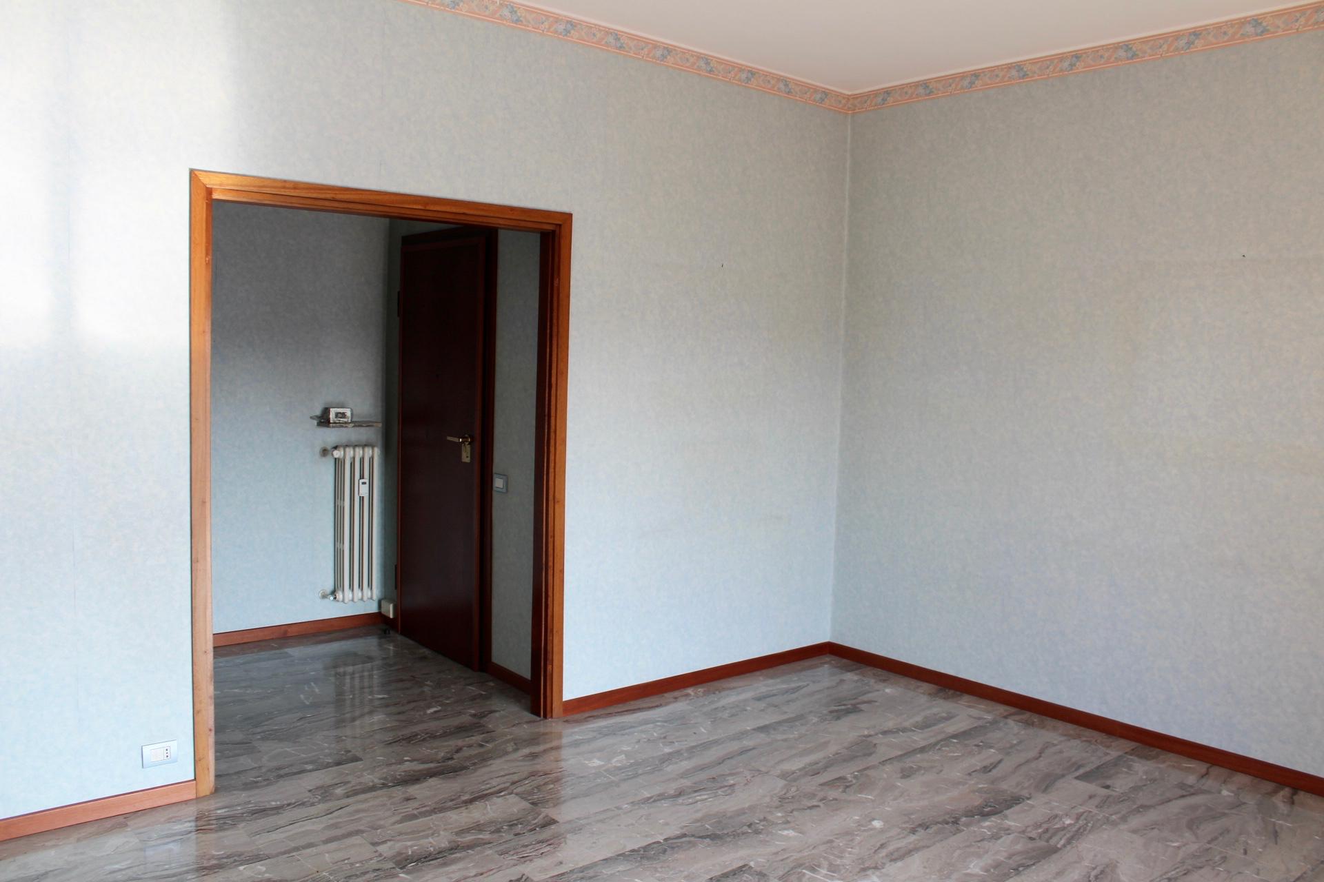 Appartamenti bergamo ampio bilocale con cucina abitabile for Appartamenti bergamo