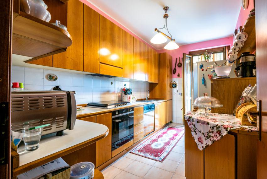 cucina abitabile con balcone M042