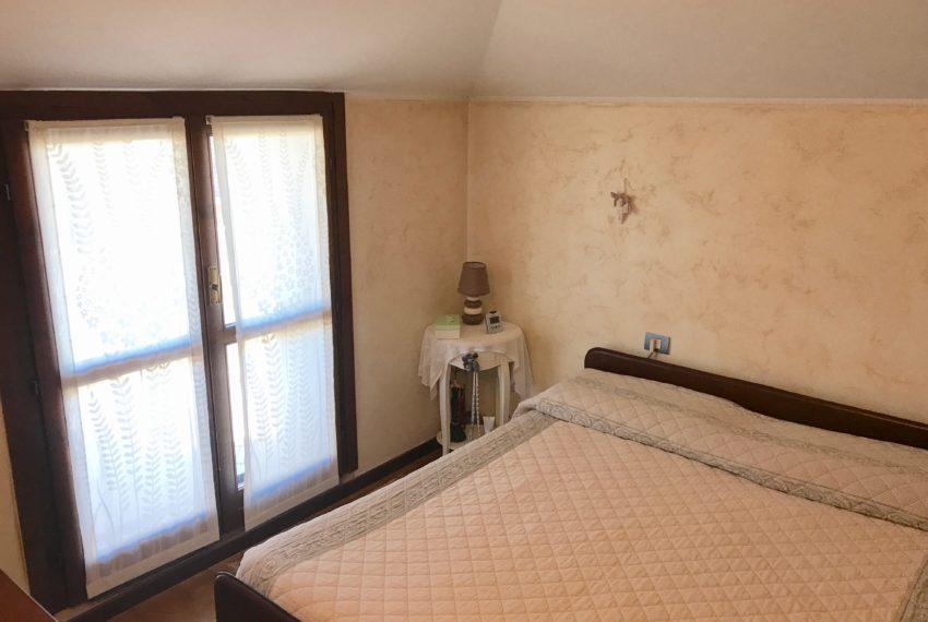 Camera da letto con accesso a terrazzo M047