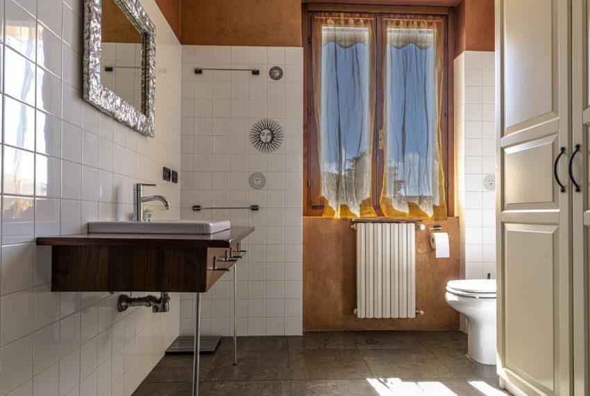 Bagno con doccia M048