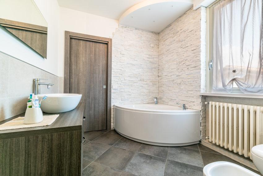 bagno con vasca M064
