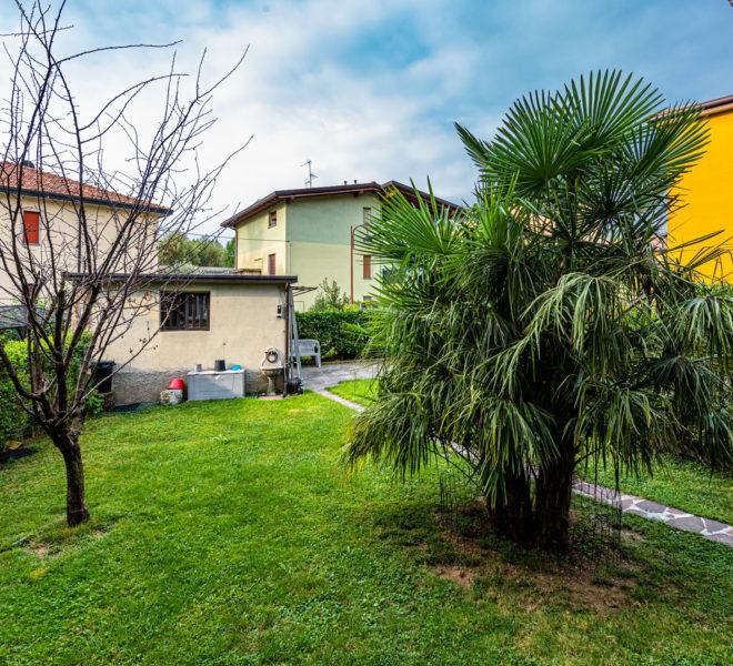 casa nembro con giardino