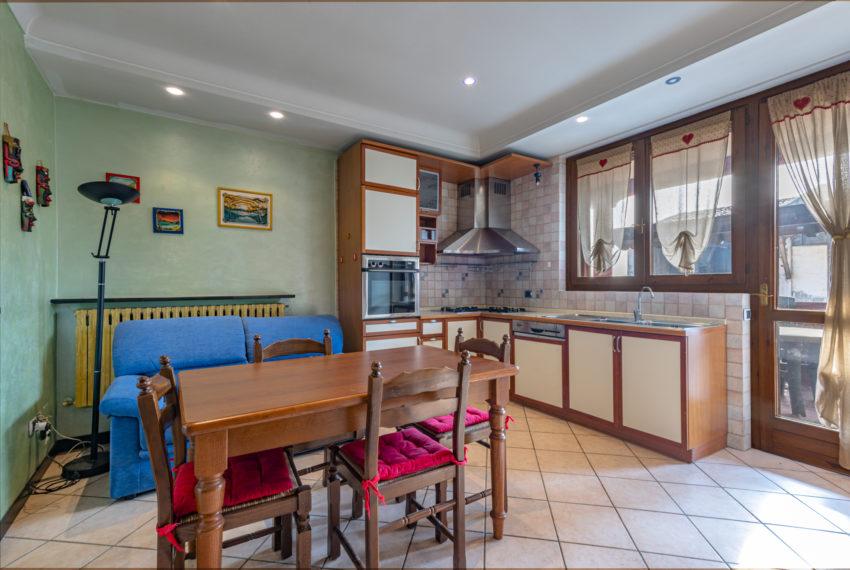 Cucina separata con terratto vivibile